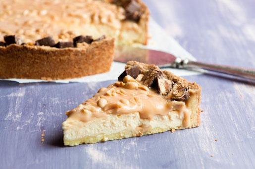 Snickers-Käsekuchen ein Muss auf der Kaffeetafel