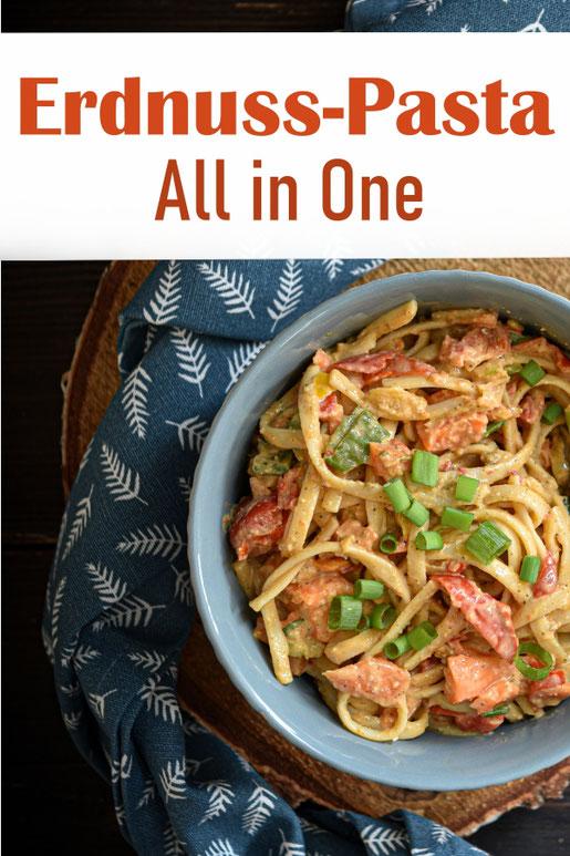 Pasta mit Möhren und Paprika in einer cremigen Erdnuss Soße, vegetarisch, vegan, all in one Rezept für den Thermomix