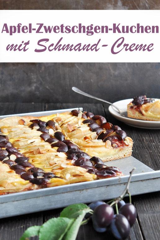 Apfel Zwetschgen Kuchen vom Blech mit einer Schmand Quark Vanille Creme Füllung, klassischer Hefeteigboden, geröstete Mandeln als Topping