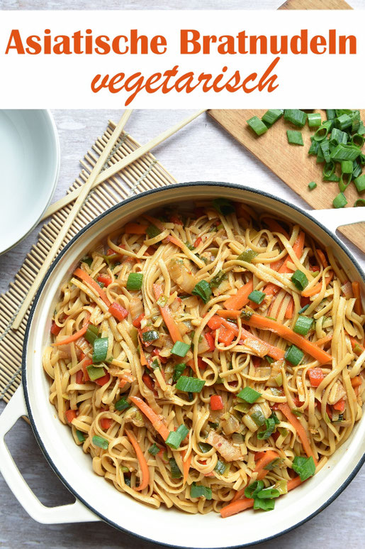 Asiatische Bratnudeln vegetarisch mit Möhren, Frühlingszwiebeln, Paprika, Chinakohl, vegan, Thermomix