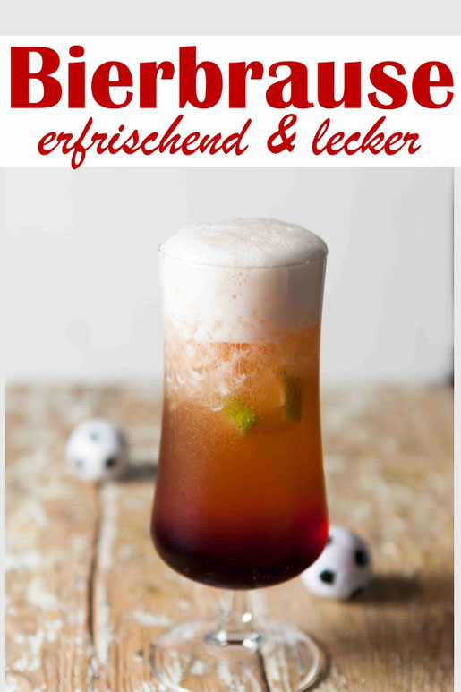 Bierbrause, leckeres alkoholisches Erfrischungsgetränk, Mischgetränk mit Ginger Ale, Bier, Grenadine, Eiswürfel
