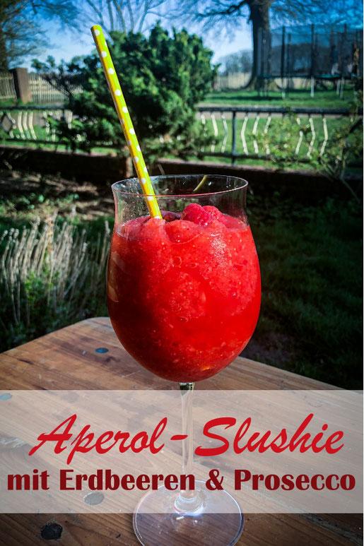 Aperol Slushie, das perfekte Getränk für den Sommer - TK Erdbeeren mit Eiswürfeln und Aperol sowie Prosecco in den Thermomix geben und mixen - super Erfrischung und das perfekte Getränk für die Terrasse