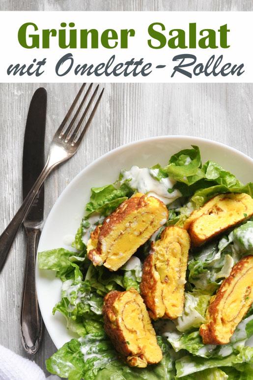 Grüner Salat mit Omelette Rollen, vegetarisch