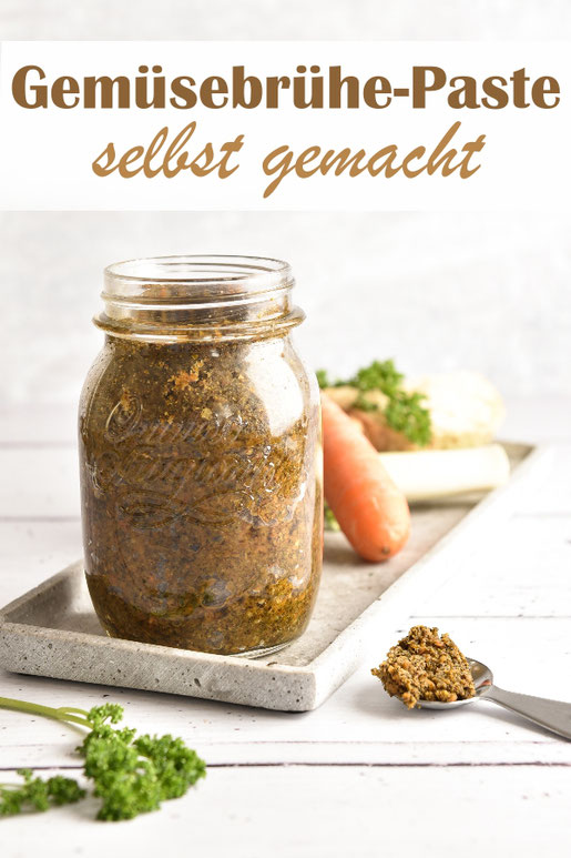 Gemüsebrühe Paste selbst gemacht aus Suppengemüse, getrockneten Tomaten, Gewürzen und Salz, vegan, zb aus dem Thermomix