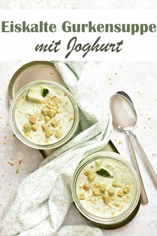 Eiskalte Gurkensuppe mit Joghurt, aus dem Thermomix, mit Eiswürfeln, perfekt für den heißen Sommer als Mittagessen, erfrischend