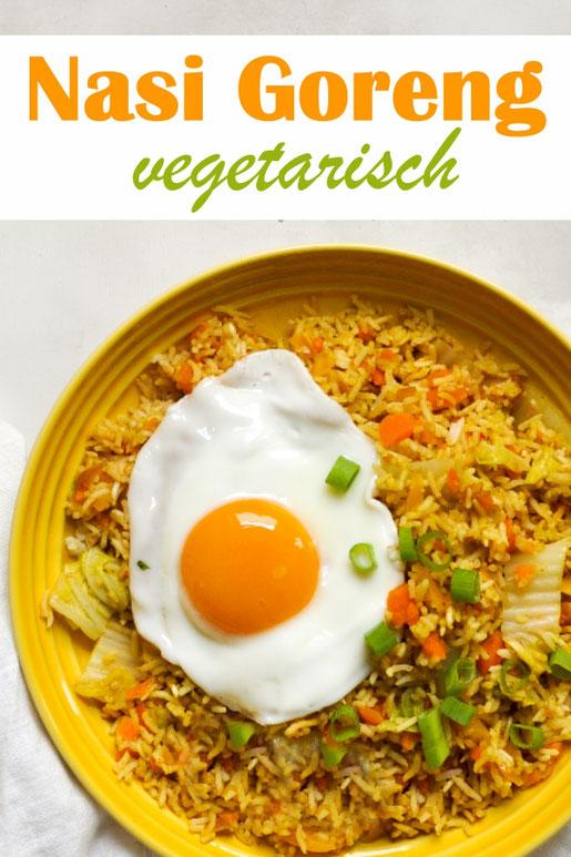 Nasi Goreng vegetarisch mit Spiegelei, mit Möhren, Paprika und Chinakohl, aus dem Thermomix, einfach zu machen, sehr lecker