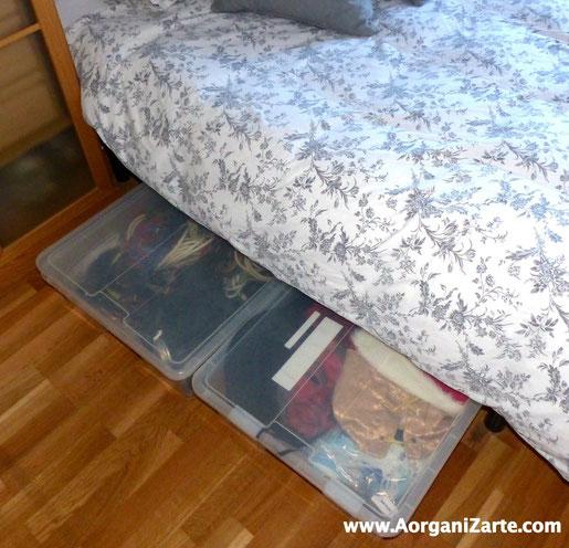 Puedes guardar cajas bajo la cama para aquellas cosas que menos utilices en tu dormitorio - AorganiZarte