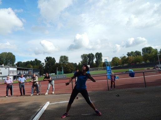 Die Dreikampf-, Gewicht- und Hammerwurfsiegin Kristina Telge (WS 2) wurde zudem beim Steinstoßen mit tollen 11,16 m Silbermedaillengewinnerin.