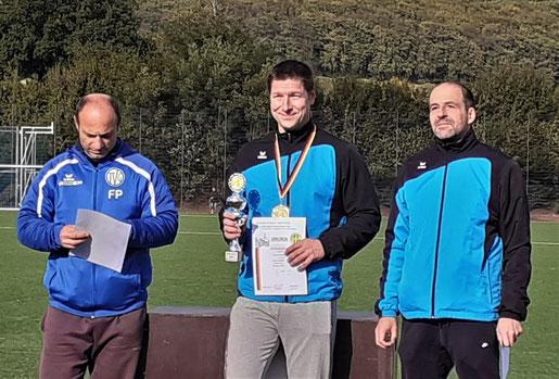 AUch das M-40-Team  (v.l.n.r.: Franz Pauly, Hendrik Szabó, Stefan Münch) siegte.