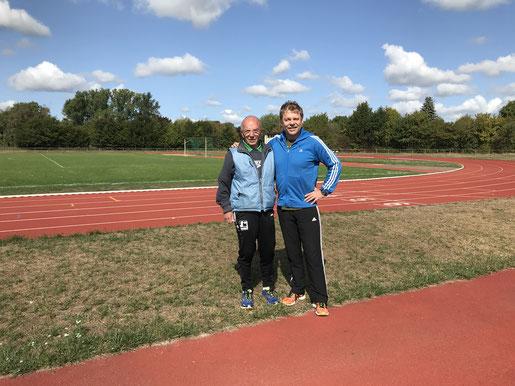 Dr. Ulrich Löcher (rechts) neben seinem gelegentlichen Trainingspartner Manfred Reichel (M80)  aus dem Siegerland.