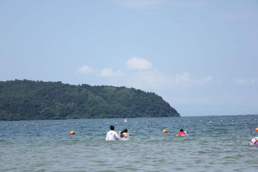 琵琶湖で遊泳しました。