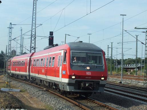 610 001 und 610 014 fahren am 17. Juli 2013 in Chemnitz Hbf. ein