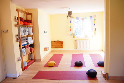 Yoga Studio Shanti Bergisch Gladbach Sand, Yoga-Lehrerin Gudrun WItte, Hatha Yoga, Shivananda Tradition, Räumlichkeiten