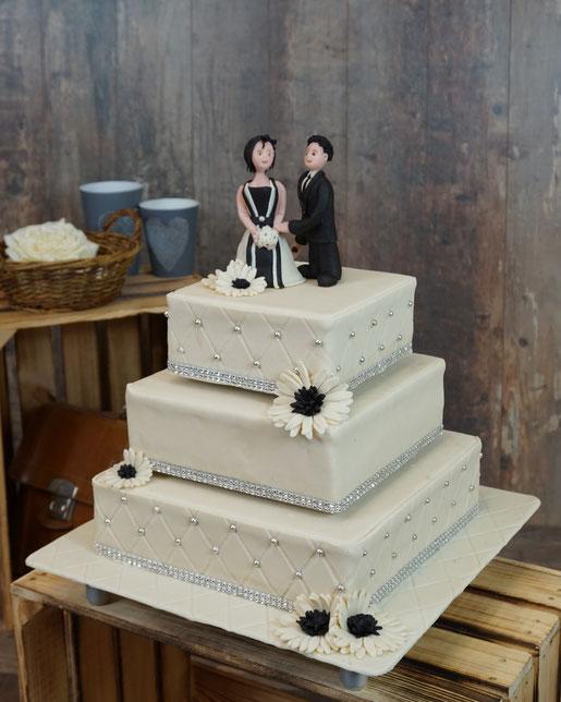 quadratische Hochzeitstorte, silber weiß, Hochzeitsetagere