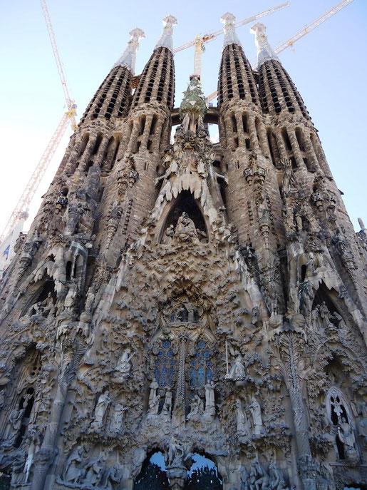 Храм Святого Семейства в Барселоне. Фасад Рождества