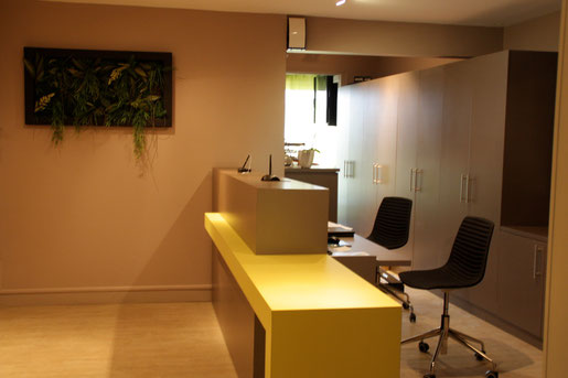 Banque d'accueil cabinet ophtalmologiste