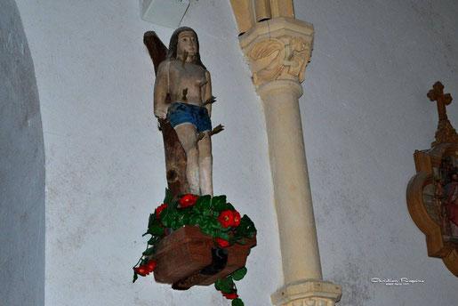 Statue du XVIème siécle de Saint Sébastien, en pierre polychromée, martyr romain du IIIème siècle, tué lors des persécutions de l'empereur Dioclétien