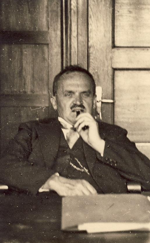 1940 Oskar im Hauptbüro
