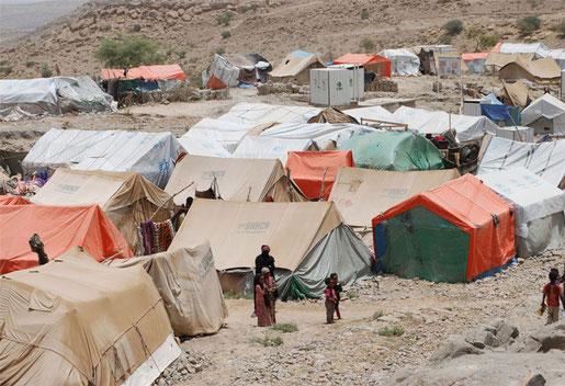 Millionen MenscInen mussten aus dem Kriegsgebieten flüchten und müssen unter unwürdigen Bedingungen in Flüchtlingslagern ausharren. Es gibt nicht genug zu essen, vor allem Kinder sind durch die anhaltende Mangelernährung bedroht!