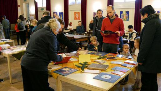 Die Buchausstellung am ersten Advent Wochenende bietet wieder eine gute Auswahl an wertvollen Büchern für jung und alt. Foto vom 27.November 2018.
