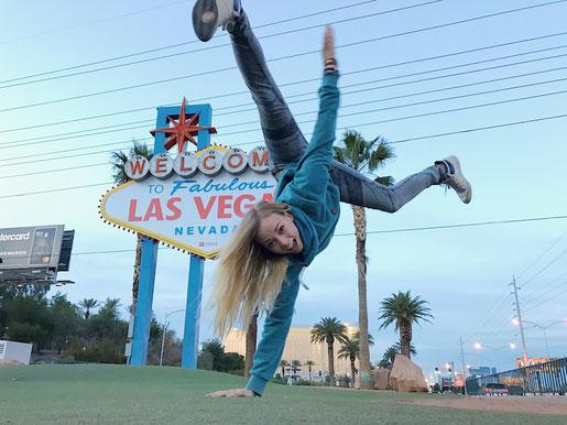 Las Vegas Sign, Performer in Las Vegas