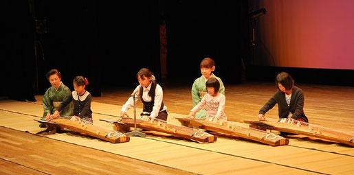 26年 特別出演 子どもの伝統文化体験教室≪琴≫のみなさん