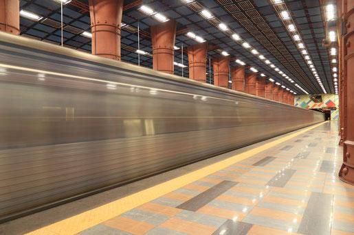 Eine U-Bahn-Haltestelle in Lissabon