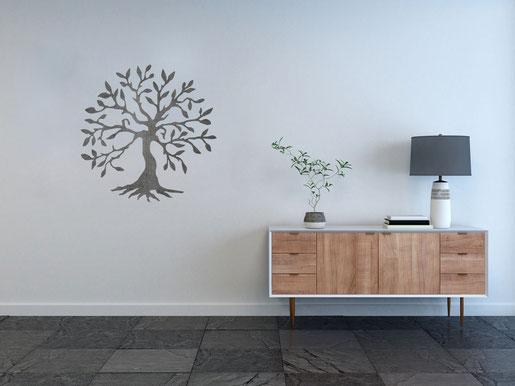 Baum aus Metall als Bild im Flur