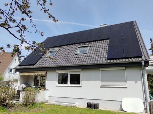 SunPower Photovoltaikanlage auf einem Einfamilienhaus © iKratos