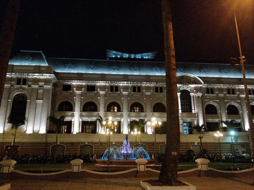 le côté de l'Opéra