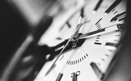 Horloge en gros plan suggérant le temps partagé