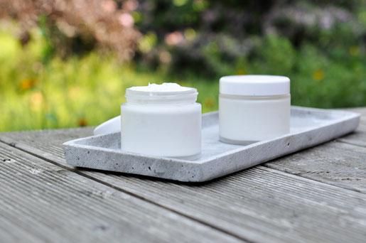 Anti-Juckreiz-Creme bei Mückenstichen, Bremsenstichen, Gnitzen, Brenneseln etc, selbst gemacht, z.B. aus dem Thermomix, vegan
