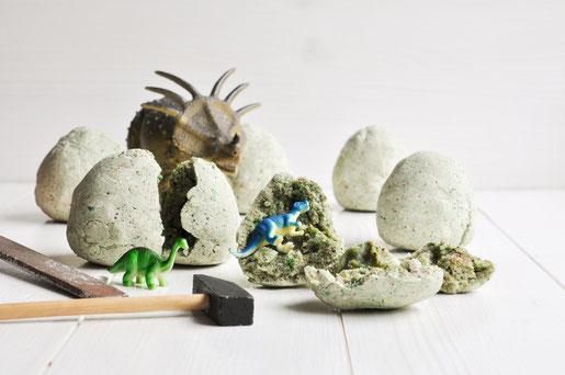 DIY Dino Eier zum Ausgraben selbst gemacht aus Salzteig