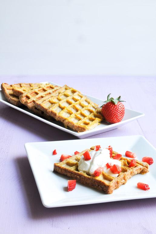 French Toast Waffeln mit Joghurt und Erdbeeren vegetarisches Frühstück aus dem Thermomix