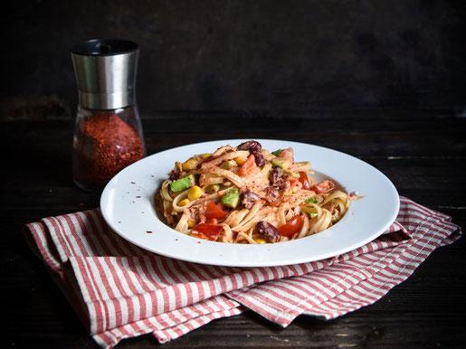 Tex Mex Pasta mit Kidneybohnen, Mais, Paprika, Tomaten, Avocado, vegetarisch, vegan möglich, z.B. aus dem Thermomix, sehr lecker!