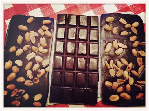 Selbst gemachte Schokolade, vegan, aus dem Thermomix, Schokolade aus Kakaobutter Mandeln oder Cashewkernen oder Erdnüsse selbst gemacht einfach und schnell