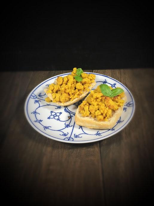 Falafel Rührei aus Kichererbsen zum Brunch oder Frühstück als veganer Rührei Ersatz oder einfach für Falafel Liebhaber