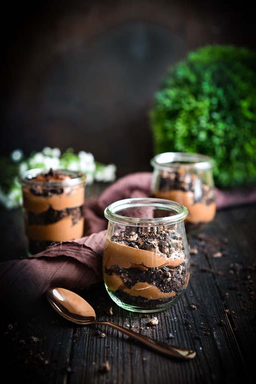 Schoko-Schicht-Dessert für Chocoholics. Aus nur 3 Zutaten. Schokoladendessert.