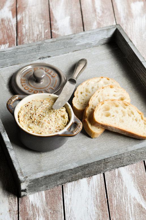Sesam Butter zum Grillen oder für das Buffet passend zu Brot, mit Ahornsirup, vegan möglich, aus dem Thermomix
