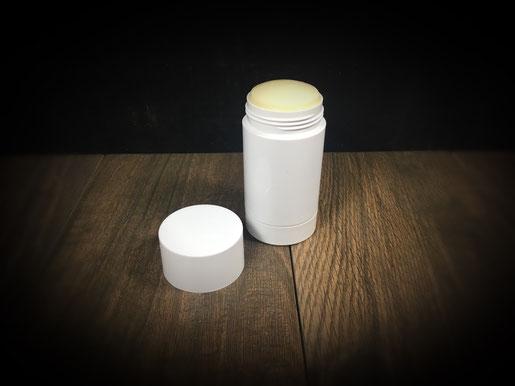 Deo Stick selbst gemacht mit dem Thermomix vegan aus Kokosöl Japanwachs ätherischen Ölen Natron und Speisestärke. Geht auch mit Bienenwachs.