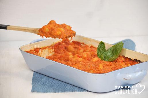 Leckeres Kinder Mittagessen aus dem Ofen Gnocchi mit Möhren und Paprika vegan möglich
