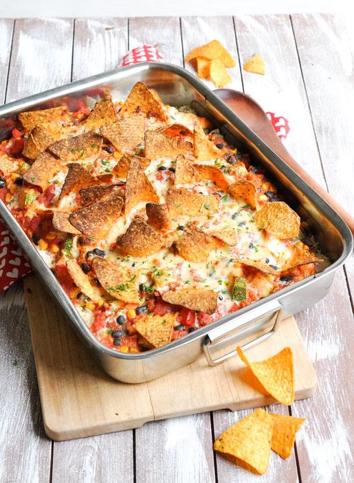 Chili sin Carne Auflauf mit Tortilla Chips und Reis vegan möglich Partyfood Familienrezept