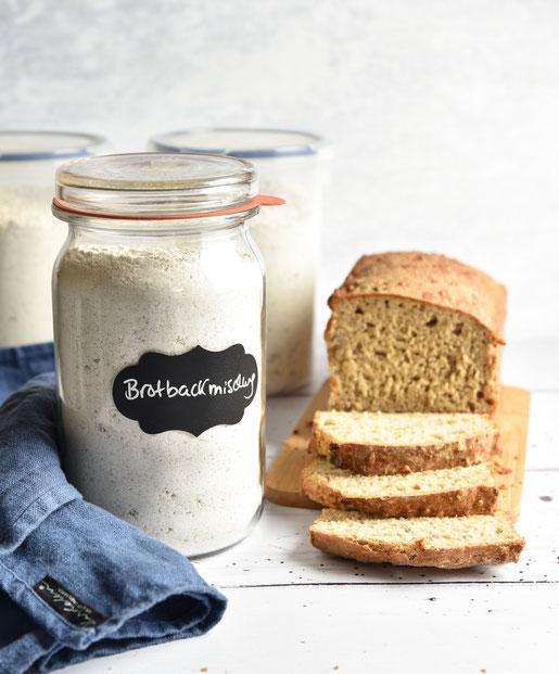 Brotbackmischung auf Vorrat oder als Geschenk, Dinkelbrot mit Roggen, Sonnenblumenkernen und Haferflocken
