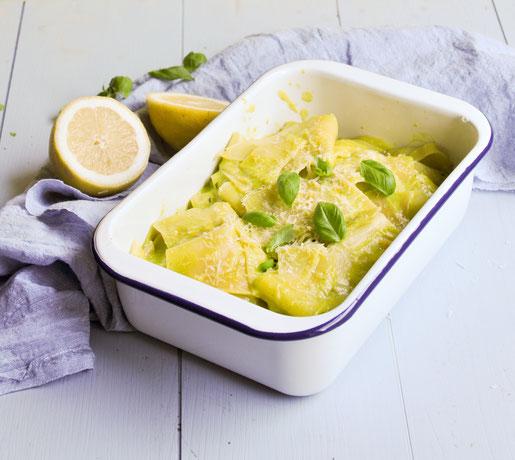 Sommerpasta: Lasagneblätter in einer Zitrone Basilikum Soße - wie eine Art Carbonara gemacht, sehr lecker und erfrischend, z.B. aus dem Thermomix, vegetarisch