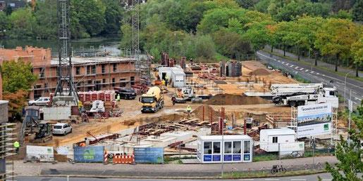 """""""Es läuft alles"""": Bis 2022 sollen die neun Reihenhäuser und 58 Wohnungen in Mehrfamilienhäusern am Bosse-See in Garbsen-Mitte fertig sein. (Quelle: Gerko Naumann, www.haz.de)"""