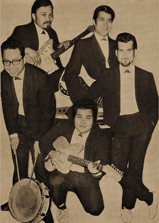 Rhythm X met Ronny Domingus (links boven), ernaast Lex van Eldik. Op de tweede rij links Rudy Molensky en naast hem Ronald Keyner. Knielend Chris van Eldik