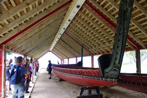 Waka Ngatokimatawhaorua, das größte Maori-Kriegs-Kanu der Welt