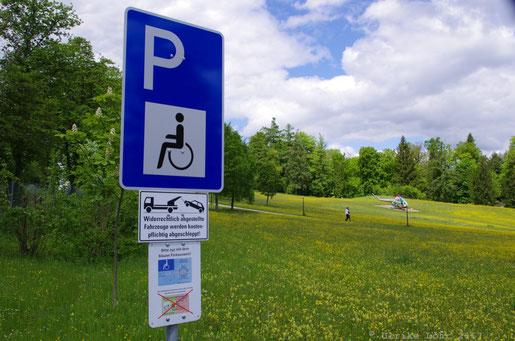 Parkplatz für Rollstuhlfahrer am Museum