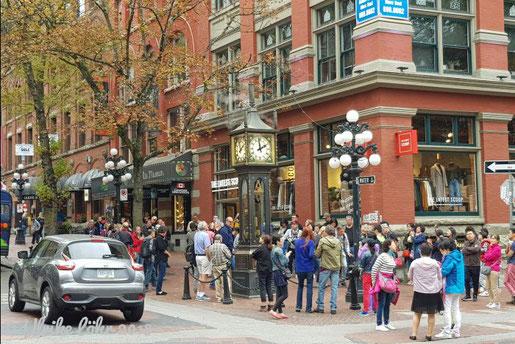 Die Steam Clock (Dampfuhr), das Wahrzeichen von Gastown, der Altstadt von Vancouver