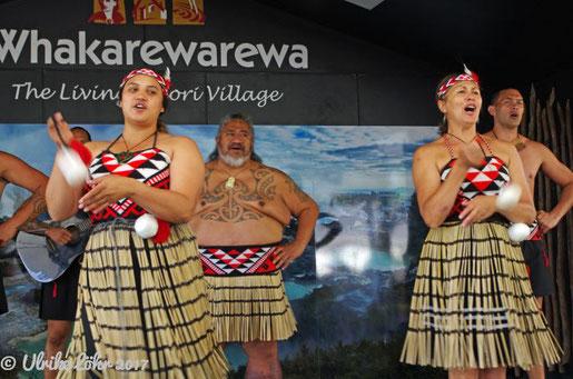 Kulturprogramm mit Gesang und Tanz in Whakarewarewa
